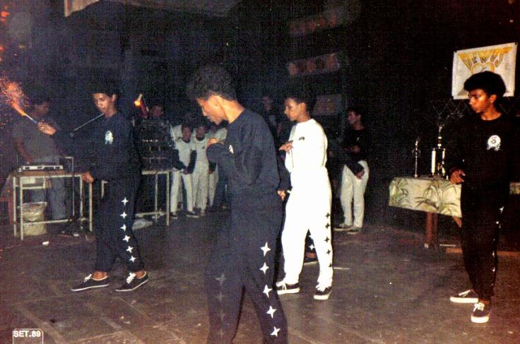 Grand Masters Dance com DJ Marinho lá no canto esquerdo. 1989.