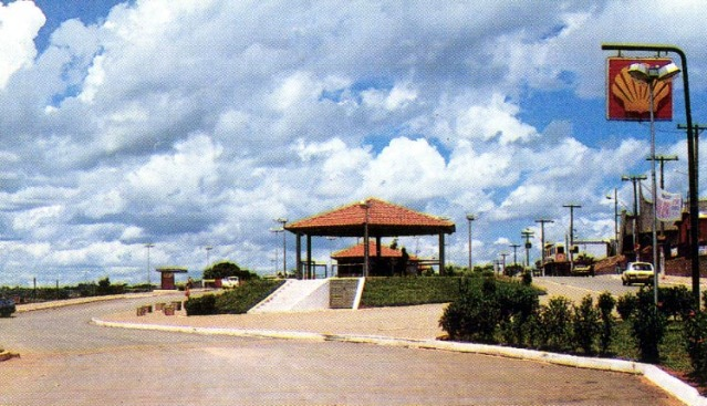 Praça Santo Antônio, antes da construção da Igreja Universal.